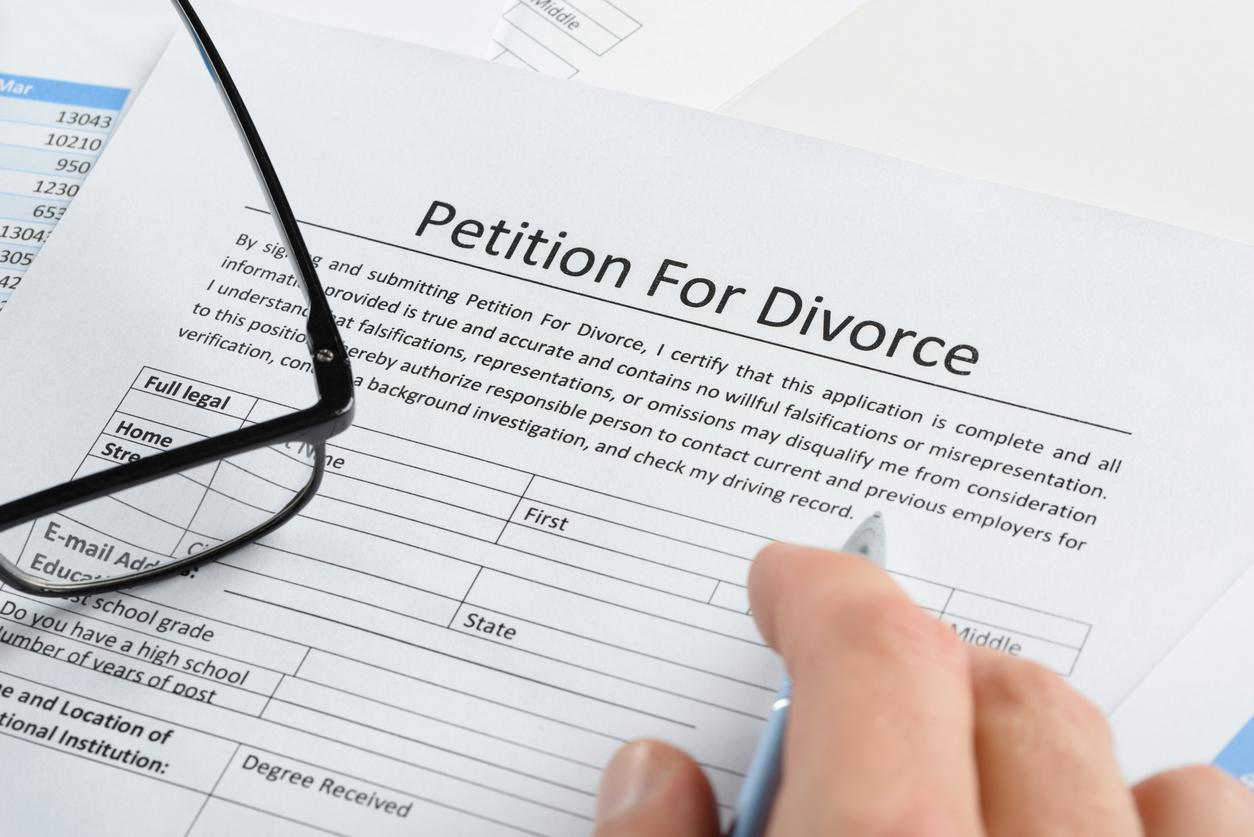 Filing Divorce Papers: Getting Started With Ending a Marriage | iStock-470204494